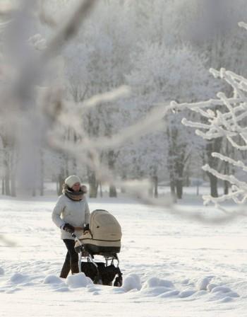 Неволите на младите майки през зимата