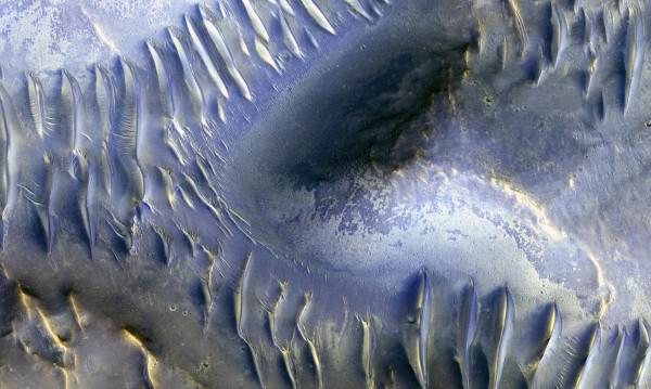Големи залежи от лед се появиха на повърхността на Марс