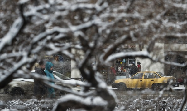 Времето в неделя: Валежите спират, студът остава