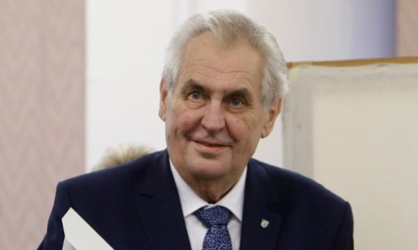 Земан спечели първия тур на президентския вот в Чехия