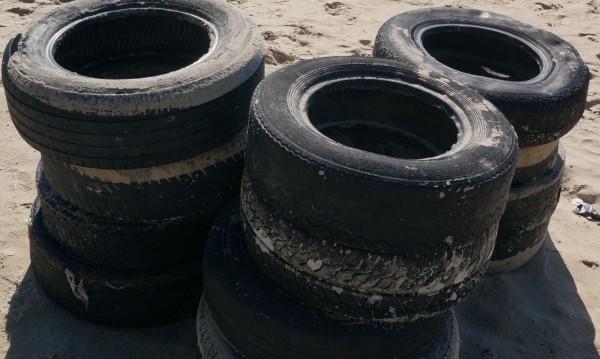 Столичната община събира стари гуми и дрехи, бори мръсния въздух