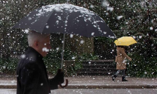 Снежен понеделник, температурите зимни: Минус 3 - 2°C