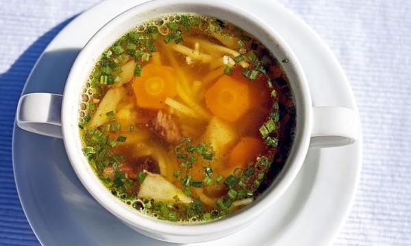 Рецептата Dnes: Супа с пиле, тиквички и моркови