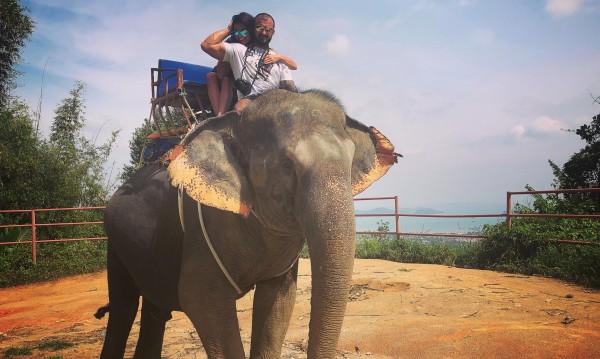 Преслава се похвали с гаджето... на слон