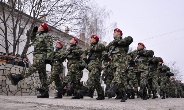 """500 години хранихме чужда армия... Каракачанов """"за"""" казармата"""