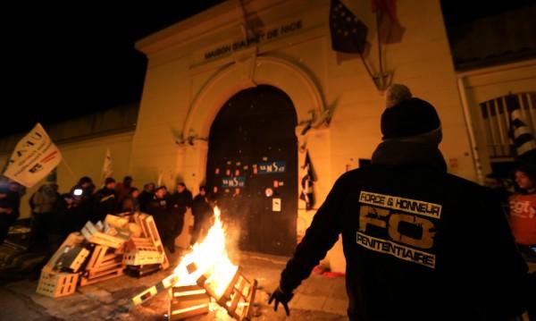 Френски надзиратели на протест заради радикализирани затворници