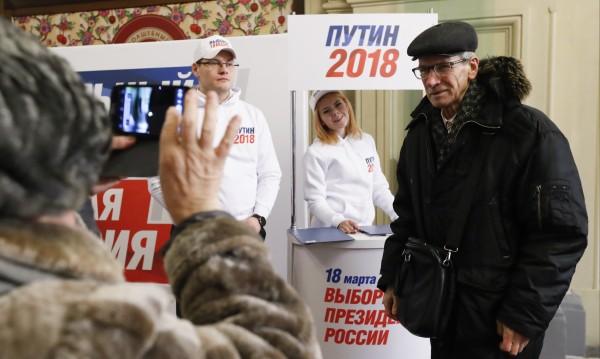 С референдуми вдигат активността за президентския вот в Русия