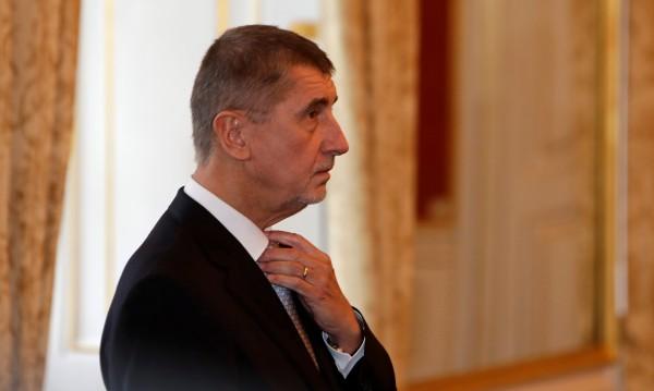Чешкият кабинет подаде оставка, премиерът – обвинен в мошеничество