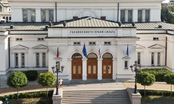 ГЕРБ поряза БСП за мораториум vs. болничните лицензи