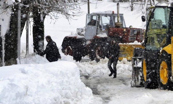 В София вее, из страната сняг и затворени проходи