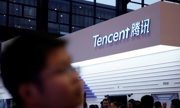 Китайският Facebook увеличава преднина пред US оригинала