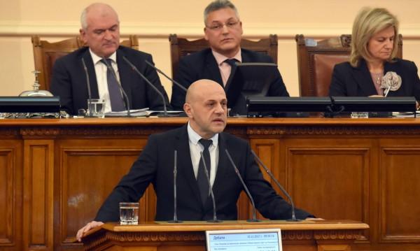 Депутатите бистрят: е-управление, колко пари са отишли...