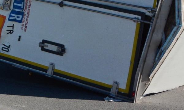 Два камиона катастрофираха на пътя Пазарджик-Панагюрище