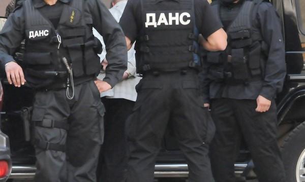 """Полицията отново влезе в МУ заради прием по """"втория начин"""""""