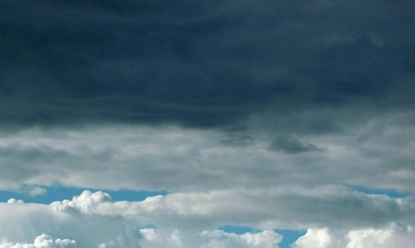 Облачно и дъждовно ще е над цялата страна