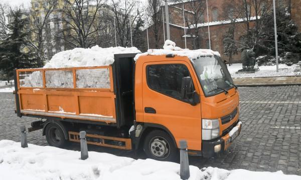 Заради снеговалежа: 166 машини са на терен в столицата