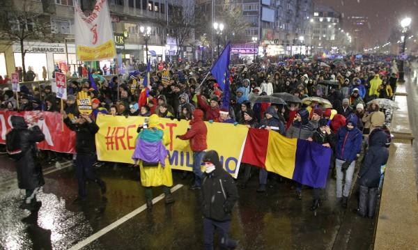 Над 30 000 румънци на улицата: Не на корупцията!