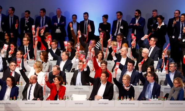 Зелена светлина от ГСДП за преговори със съюза на Меркел