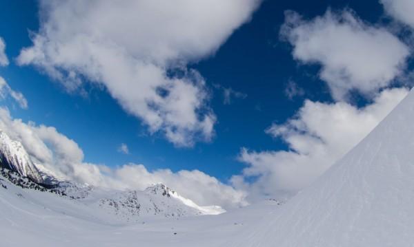 Без сняг във вторник, с облаци и малко слънце