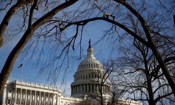 Конгресът в САЩ удължи финансирането на кабинета