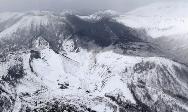 15 души пострадаха при изригването на вулкан в Япония