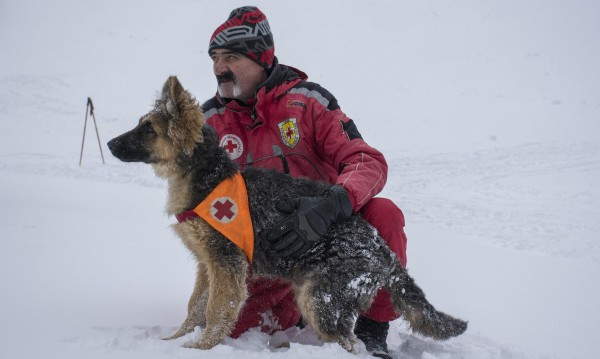 Спасиха мъж, загубил се на слизане от Черни връх