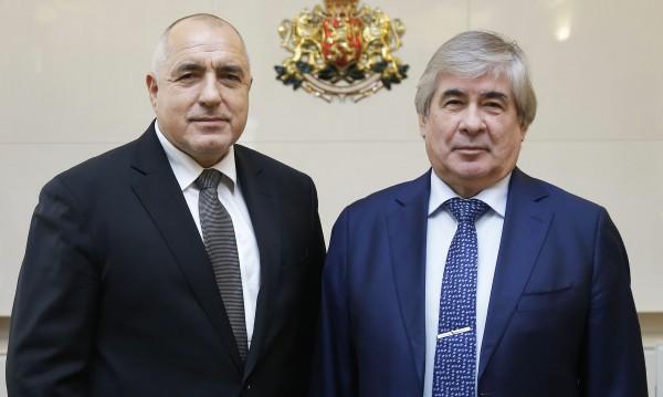 Чакат Борисов в НС, той на среща с руския посланик Макаров