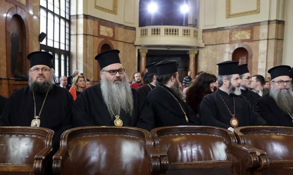 Синодът спешно реши: Ежедневни молитви против конвенцията!