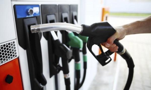 Бензинът – 2,15 за литър. Експерти прогнозират: Ще поскъпва още!