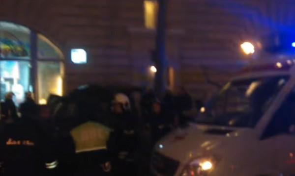 Джип се вряза в автобусна спирка в Москва, един е загинал