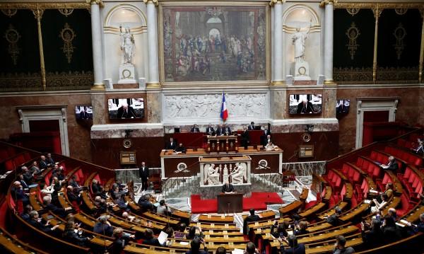 Във Франция приеха правилник за облеклото на депутатите