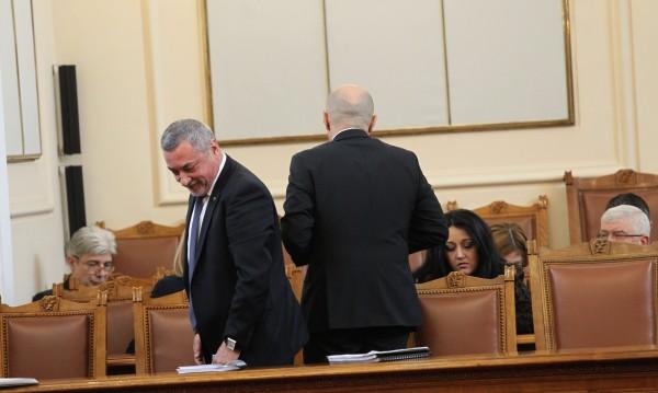 """Вотът на недоверие не мина, очаквано кабинетът """"Борисов 3"""" оцеля"""