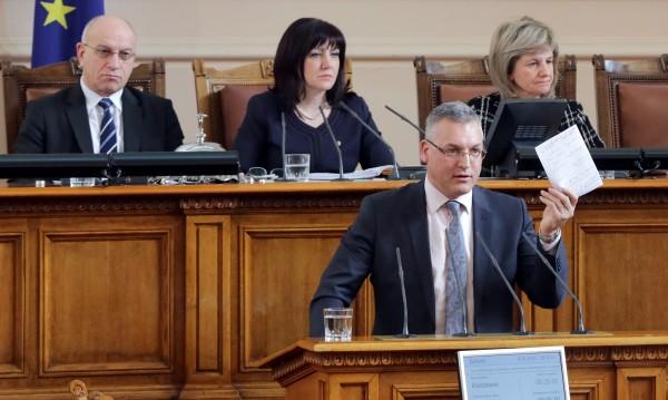 БСП бесни на Караянчева за обвиненията й срещу Радев