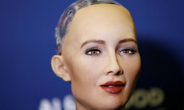 Това ли е моделът на бъдещето? Механична красавица!