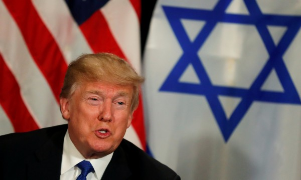 Тръмп хареса Давос, размаха пръст на палестинците