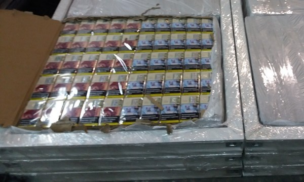 Митничари спипаха хапчета за полова мощ и цигари