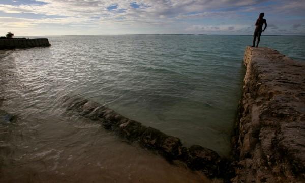 Ферибот с 50 души изчезна край Кирибати
