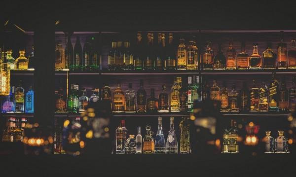 Собственик на бар гони клиенти, използващи паразитна дума