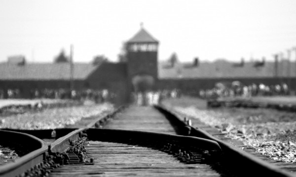 Полша криминализира ползването на лъжи за Холокоста