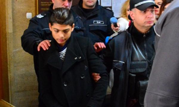 Съдът не пусна от ареста 14-годишния убиец на клошаря