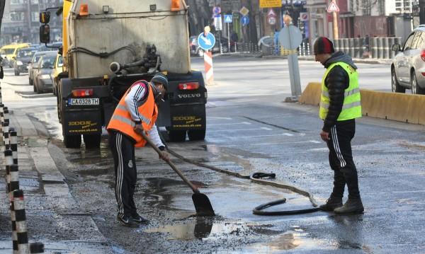 Извънредно! Мият улиците на София заради мръсния въздух