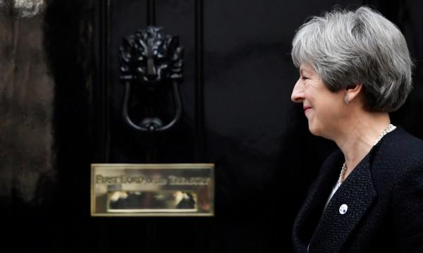 Британците все повече недолюбват Тереза Мей, сочи проучване