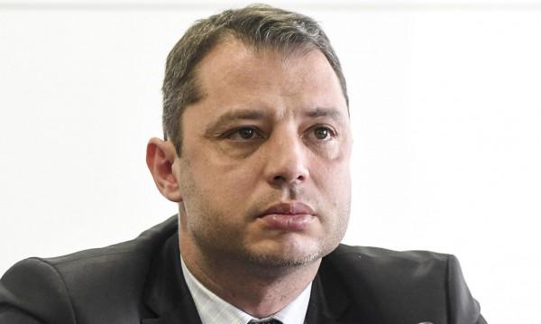 ГЕРБ и БСП в спор: Депутат ли е Делян Добрев?