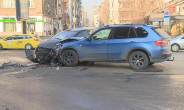 Сблъсък след отнето предимство в София, пострада жена