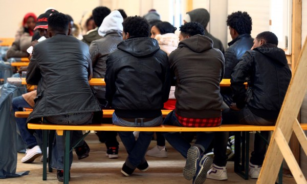 Статистиката: Мигрантите към Европа наполовина