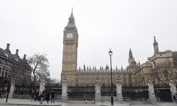 Пробита канализация, рискове от пожар, хлебарки – в британския парламент