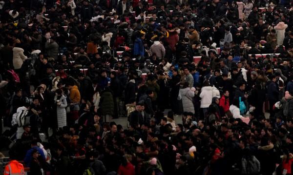 Касапница в Шанхай: Кола помете пешеходци, 18 ранени