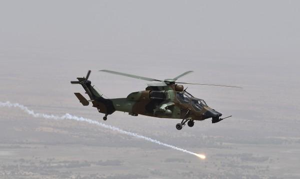 Два военни хеликоптера се сблъскаха във Франция