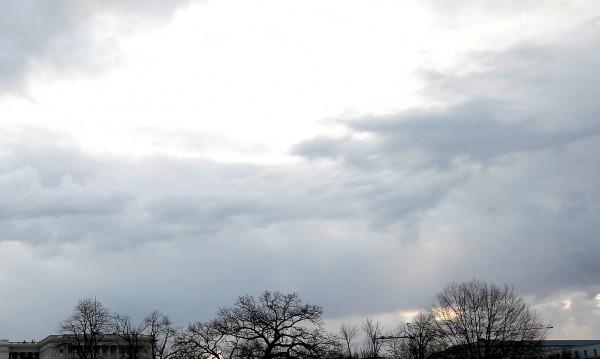 В понеделник облаци си отиват, слънцето ги измества