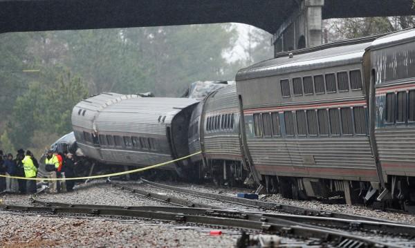 2 жертви и над 100 ранени при влакова катастрофа в САЩ